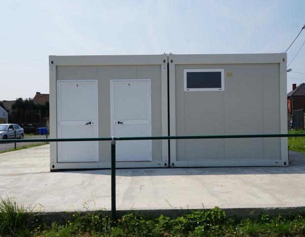 Vestiaires avec douches pour une équipe de football 90 m²