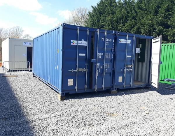 Assemblage de 2 containers maritime de 20 pieds  pour créer une zone d'atelier/stockage