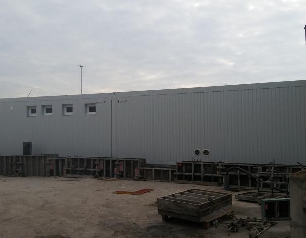 Assemblage de 4 modules de 800 x 300 cm dans une centrale à béton
