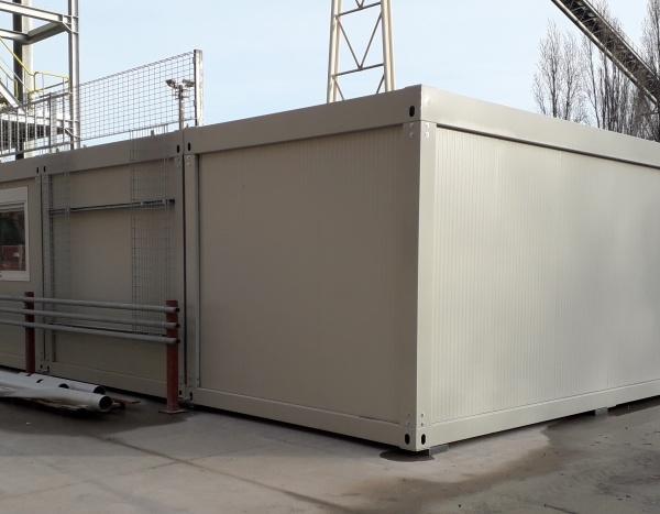 Assemblage de 5 modules technique de 600 x 300 cm dans une cimenterie