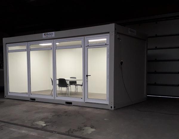 ( M63V) Pop-up store / één glazen zijde 600 x 300 cm ( +/- 18,00 m² )