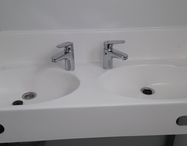 (WCD32) 1 WC + 1 urinoir + 1 douche  ( +/- 7,35 m² )