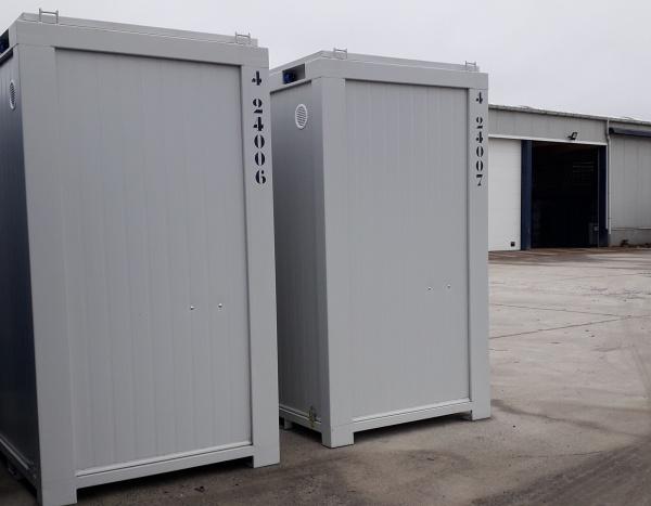 2 WC 8 feet ( +/- 3 m² )