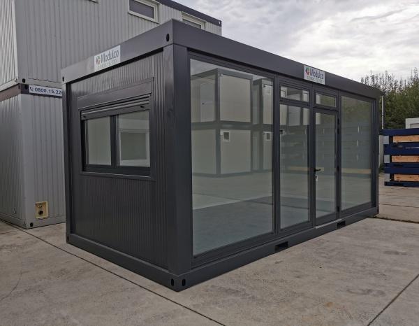 ( M63V) Pop up store / glazen front grijs 600 x 300 cm ( +/- 18,00 m² )