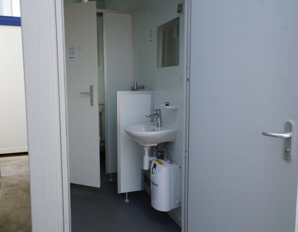 (WC32) 300 cm x 240 cm H/D  ( +/- 7,35 m² )