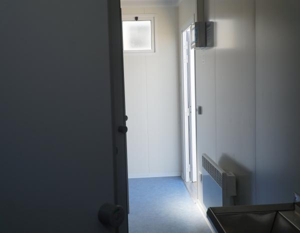 (D63) 600 cm x 300 cm 6 douches ( +/- 18,00 m² )