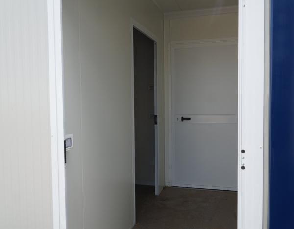 (MIX63) 600 cm x 300 cm WC + douches ( +/- 18,00 m² )